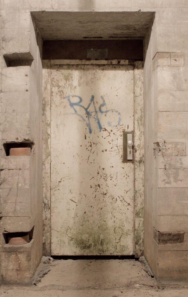Tür im Bunker
